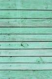 浅绿色的破旧的篱芭 免版税库存照片