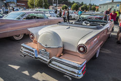 1957浅滩fairlane 500敞篷车 库存照片