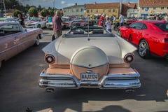 1957浅滩fairlane 500敞篷车 免版税库存照片