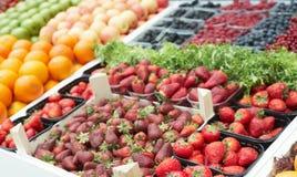 浆果多种市场停转 库存图片