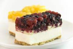 浆果蛋糕凝乳 免版税图库摄影