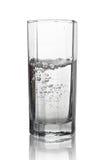 浇灌与在一块高玻璃的气泡与它的反射isola 免版税库存照片