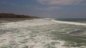 浇灌与大波浪的表面,鸟瞰图 影视素材