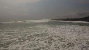 浇灌与大波浪的表面,鸟瞰图 股票录像