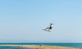 浇灌乐趣和kiteboarding用Ada Bojana,黑山 免版税库存图片