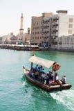 浇灌出租汽车(abra),迪拜Creek 免版税库存图片