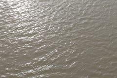 浇灌反射河表面行动美好在日落自然 库存照片