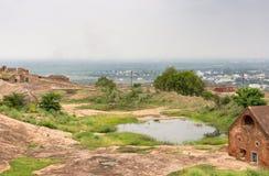 浇灌在平原的存贮在Didigul岩石堡垒里面 免版税图库摄影