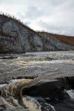 浇灌在西伯利亚taiga河的门限秋天的 库存图片