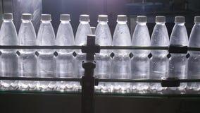 浇灌处理和装瓶的纯净的泉水装瓶专线 股票视频