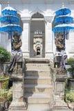 浇灌宫殿的入口在巴厘岛,印度尼西亚 库存照片