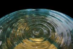 浇灌波纹,为水波浪扩展 库存图片
