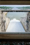 浇灌流动从力量环境概念的, Thail水坝门 免版税库存图片