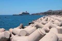 浇灌海口和巡航划线员区域在停车处 丰沙尔马德拉岛葡萄牙 免版税库存图片
