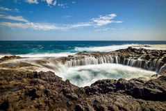 浇灌漩涡, Bufadero de la Garita,特尔德,大加那利岛,西班牙 免版税库存图片