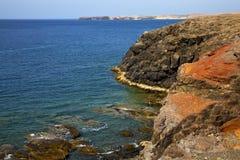 浇灌铈和夏天在el golfo兰萨罗特岛 图库摄影