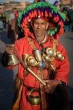浇灌Jemaa elFnaa正方形的卖主,马拉喀什,摩洛哥 图库摄影