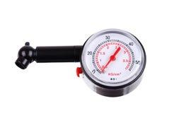 测压器评定的压轮胎 免版税库存照片