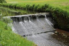 测流堰和瀑布 库存图片