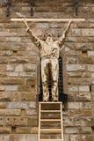 测量云彩人的发光的铜雕塑雕象 库存图片