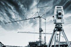 测量员测量仪器 免版税库存图片