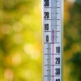 测量天气的温度的温度计 库存图片
