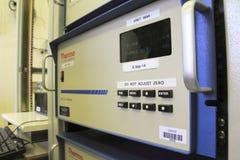 测量数量一氧化碳(CO)在环境空气 免版税库存照片
