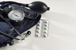 测量的血压医疗设备 免版税库存图片