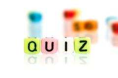 测验五颜六色的字母表词立方体在白色的 免版税库存图片