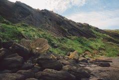 济州岛,韩国:在Geommeolle海滩,Udo海岛母牛海岛的令人惊讶的峭壁 免版税图库摄影