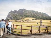 济州海岛,韩国- 2016年11月13日:游人参观了Seo 库存照片