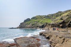 济州特别自治道,韩国- 2015年4月11日:Yongmeori海岸的看法 库存照片