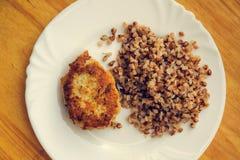 经济食物 鱼圆和碎荞麦片 免版税库存图片