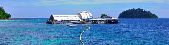 浏览到美丽的热带海岛 免版税库存照片