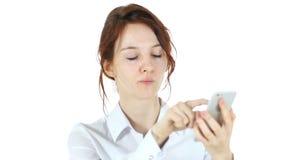浏览在智能手机,白色背景的妇女 股票录像