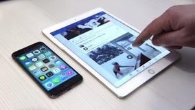 浏览在iPad的facebook应用 影视素材
