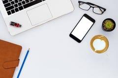 浏览生意人服务台办公室万维网白色 免版税图库摄影