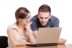 浏览的互联网学员 免版税库存照片