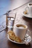浓咖啡倾吐的水 免版税库存图片