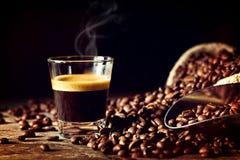 浓咖啡和咖啡粒 免版税图库摄影