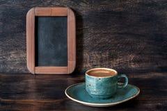 浓咖啡咖啡和粉笔板菜单 免版税库存照片