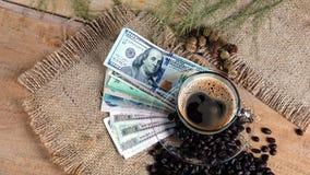 浓咖啡咖啡和金融法案,事务 免版税库存图片