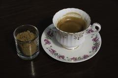 浓咖啡射击用红糖 库存图片