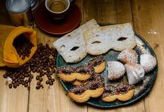 浓咖啡用狂欢节曲奇饼、被充塞的tortelli和意大利frappe 库存图片