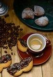 浓咖啡用狂欢节曲奇饼和被充塞的tortelli 免版税库存照片