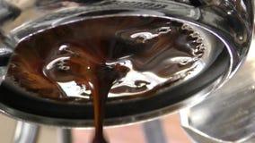 浓咖啡酿造特写镜头视图 股票录像