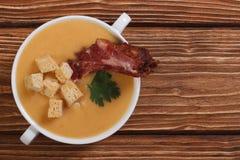 浓豌豆汤用肉。顶视图 库存照片