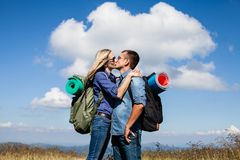 浪漫亲吻,当旅行时 免版税库存照片