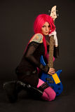 浪漫低音女孩的吉他 免版税库存照片