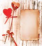 浪漫华伦泰葡萄酒信件 背景上色节假日红色黄色 免版税库存图片